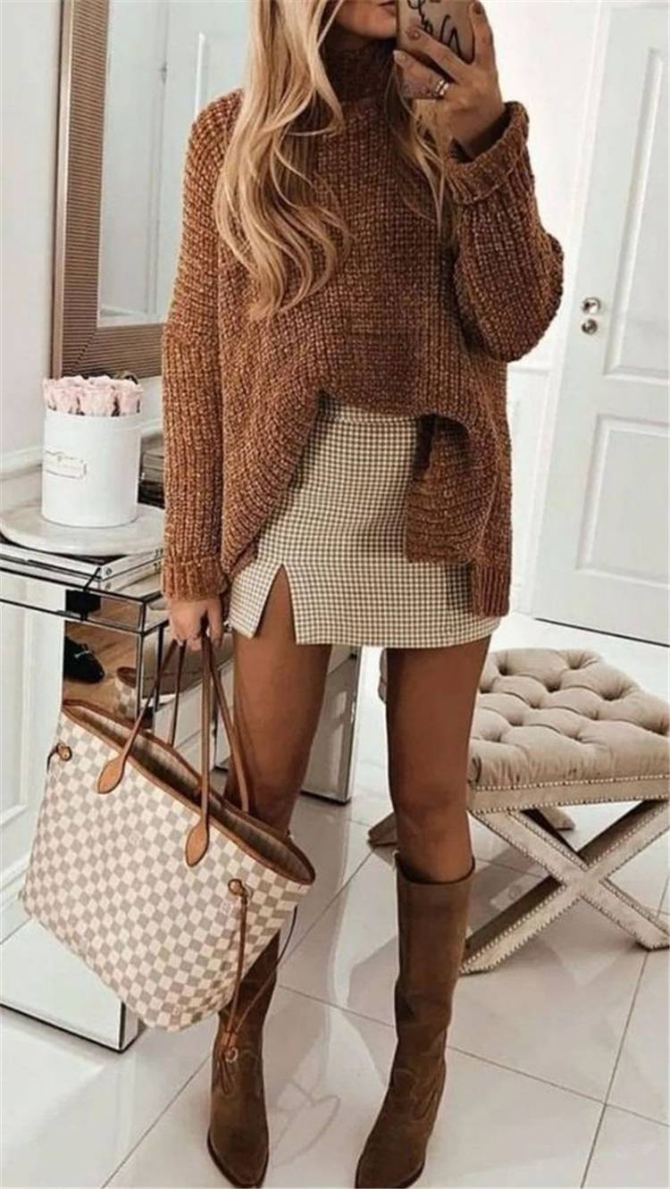 Chic And Comfy Winter Outfit Ideas You Must Copy For The Holiday Season; Holiday Outfits; Christmas Outfits; New Year Outfits; Chic Outfits; Cool Outfits; Stylish Outfits; Christmas And New Year Outfits; Outfits Ideas; #outfits #outfitsideas #winteroutfits #holidayoutifts #Christmasoutifts #NewYearOutfits