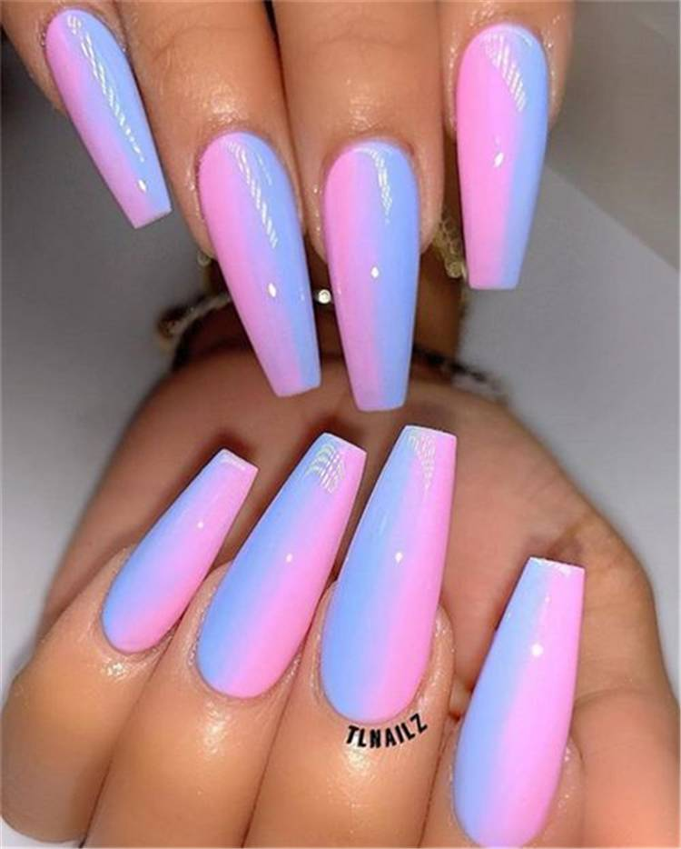 Beautiful But Simple Winter Acrylic Coffin Nail Designs You Need To Have For Holiday Season; Simple Winter Nails; Coffin Nail; Coffin Nail Designs; Acrylic Coffin Nail Designs; Winter Acrylic Coffin Nail; Holiday Nails; Christmas Nails; #winternail #wintercoffinnails #coffinnail #acryliccoffinnails #christmasnails #nails #naildesign