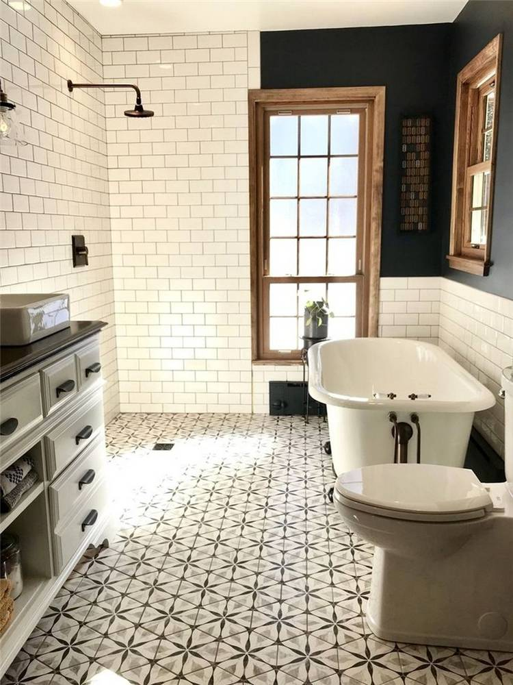 Chic And Modern Farmhouse Master Bathroom Decor Ideas You Would Want To Have; Chic Bathroom; Modern Bathroom; Farmhouse Bathroom Decor; Bathroom Decor Ideas; Farmhouse Master Bathroom Decor; Mater Bathroom; Bathroom Decor; #bathroomdecoration #bathroom #bathroomdesign #mirror #farmhouse #farmhousebathroom