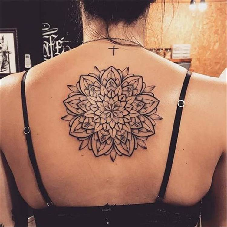 Gorgeous Back Tattoo Designs That Will Make You Look Stunning; Back Tattoos; Tattoos On The Back; Simple Tattoos; Back tattoos of a woman; Ribbon tattoos; Flower tattoos; Cross tattoos; Little prince tattoos; Symbol tattoo; Pattern tattoos; #tattoo #tattoodesign #backtattoo #tattooontheback #floraltattoo #flowertattoo