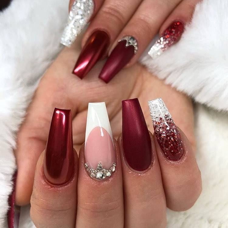 Dreamy And Stunning Glitter Arcylic Coffin Nail Designs You Need To Know; Glitter Nails; Glitter Acrylic Nails; Acrylic Nails; Coffin Nails; Acrylic Coffin Nails; Glitter Coffin Nails; Winter Nails; Christmas Nails; New Year Nails; Holiday Nails #glitternails #glitter #coffinnails #acrylicnails #acryliccoffinnails