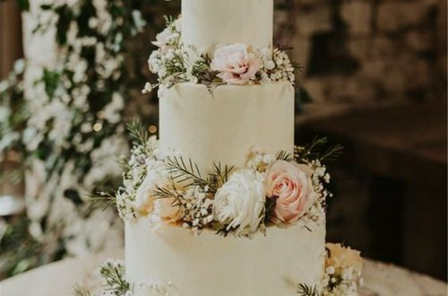 Gorgeous And Simple Rustic Wedding Cakes You Would Love; Wedding Cakes; Floral Wedding Cakes; Floral Cakes; Romantic Cakes; Elegant Wedding Cakes; Rustic Wedding Cakes; Rustic Wedding; Modern Wedding Cakes #rusticweddingcake #weddingcake #rustic #wedding #cake #floralcake #weddingfloralcake