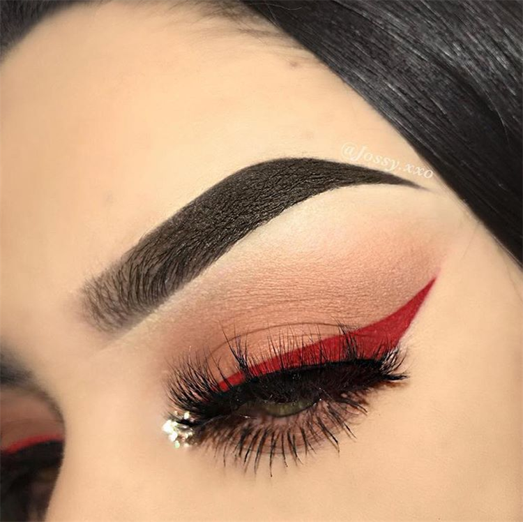 Valentines Day Eye Makeup Ideas;Valentines Day Eye Makeup;Fashionable Eye Makeup Ideas;Fashionable Eye Makeup;Smoking Eyes;Somking Eyes Makeup;Color Eye Shadows;Glitter Eye Shadows;Long Eyelashes;Curl Eyelashes;Thick Eyelashes; #makeup #eyemakeup #valentine'smakeup #shiningmakeup #boldmakeup