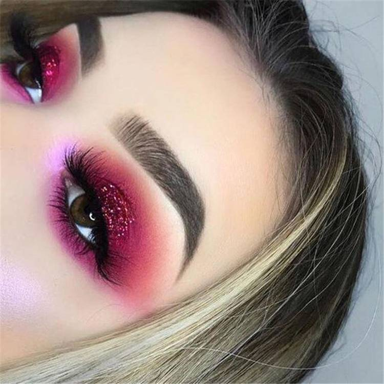 Sexy And Gorgeous Eye Shadow Ideas You Must Try 2020;Valentines Day Eye Makeup;Fashionable Eye Makeup Ideas;Fashionable Eye Makeup;Smoking Eyes;Somking Eyes Makeup;Color Eye Shadows;Glitter Eye Shadows;Long Eyelashes;Curl Eyelashes;Thick Eyelashes; #makeup #eyemakeup #valentine'smakeup #gorgeousmakeup #sexymakeup