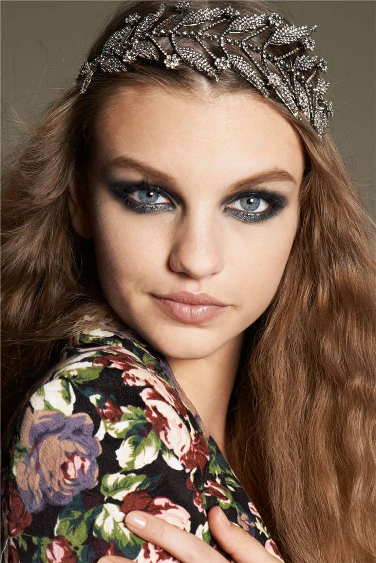 Trendy Prom Makeup Ideas From Celebrities In 2020; Makeup; Makeup Ideas; Prom Makeup; Prom Night; Celebrities Makeup; Trendy Makeup; #makeup #trendymakeup #celebritymakeup #celebrity #Prommakeup