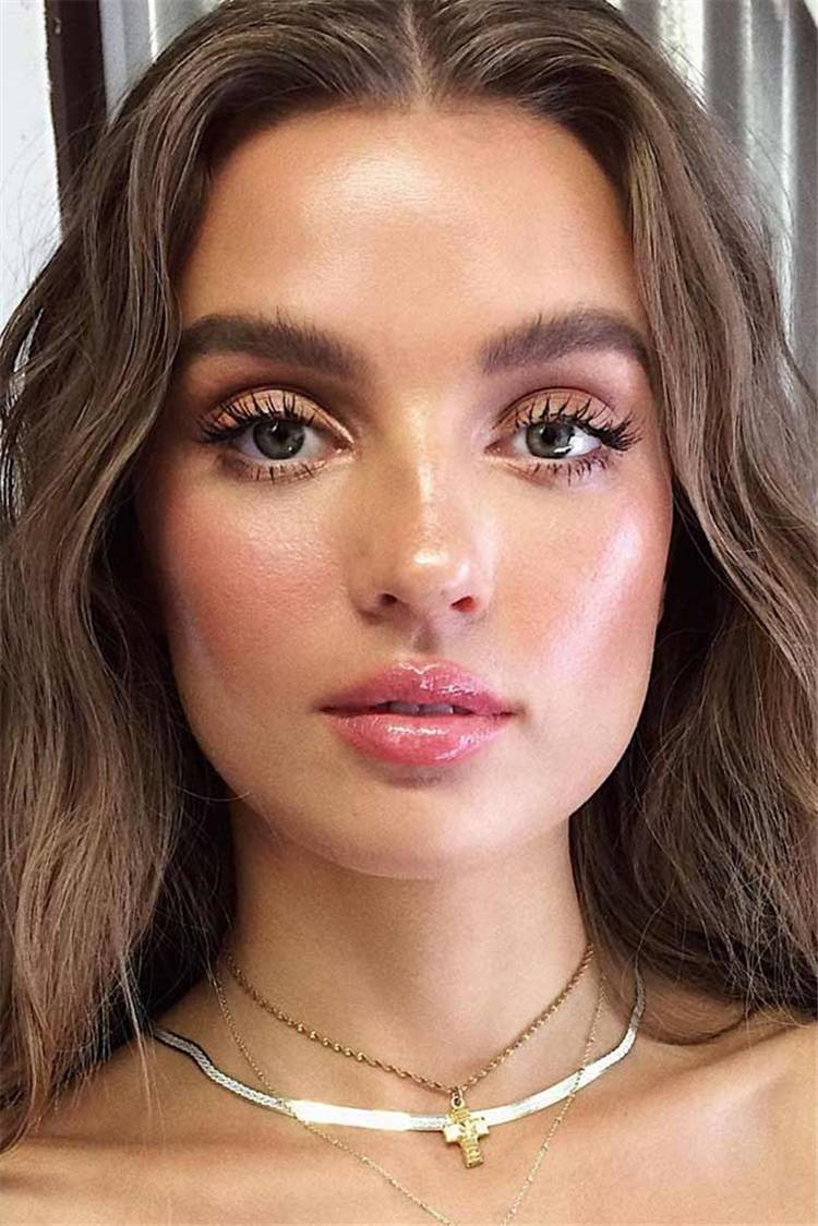 Natural Makeup Looks For Any Occasions And Seasons; Makeup Looks; Makeup Ideas; Natural Makeup; Natural Makeup Looks; Seasonal Makeup Looks #makeup #makeuplooks #naturalmakeup #naturalmakeuplooks