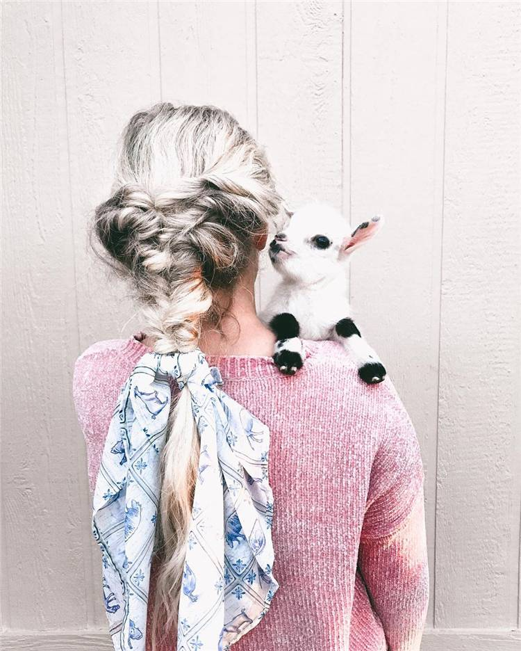 Gorgeous Braided Hairstyles For The Spring Season; Hairstyle; Braided Hairstyles; Spring Season; Spring Hairstyle; French Braided; #braidedhairstyle #hairstyle #springhairstyle