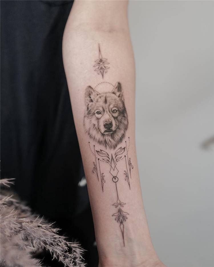Gorgeous Arrow Tattoo Designs You Would Love; Arrow Tattoo; Arrow Tattoo Design; Tattoo; Tattoo Design; Couple Tattoo Design #tattoo #tattoodesign #arrowtattoo #arrowtattoodesign
