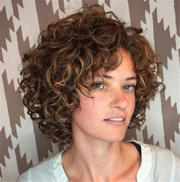 Gorgeous Different Types of Curly Bob Hairstyles To Copy ASAP; Bob Hairstyles; Hairstyles; Curly Bob Hairstyle; Hair Type; Hair Ideas; Curly Hairstyles; #hairstyles #bobhairstyle #curlyhairstyles #curlybobhairstyles