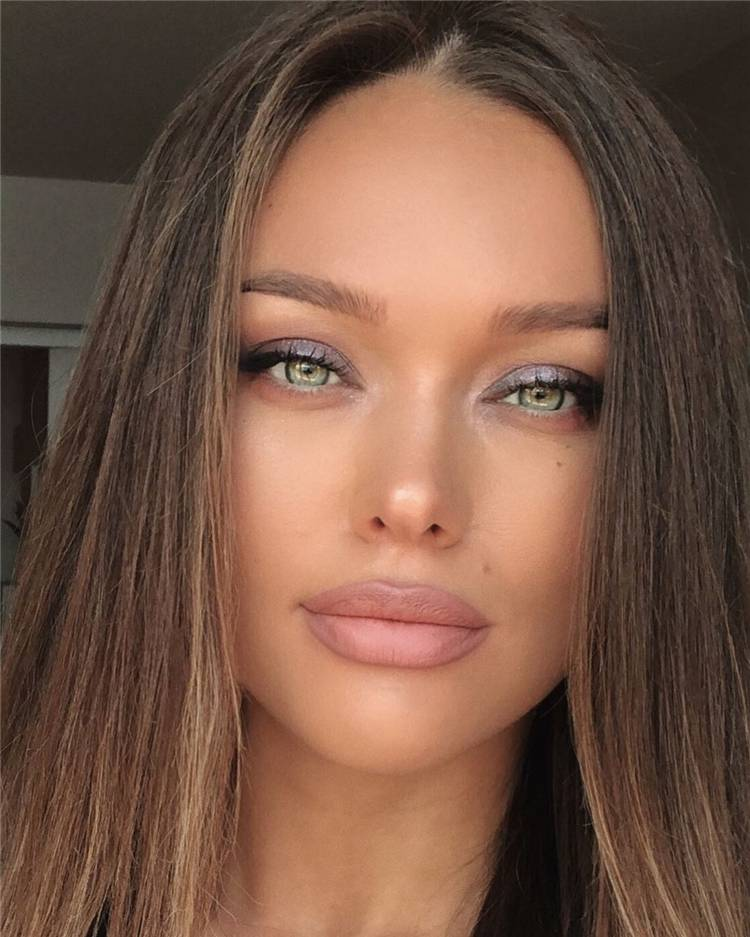 Natural Nude Eye Makeup Tricks You Should Know; Makeup Looks; Makeup Tips; Natural Makeup; Natural Makeup Looks; Nude Makeup Looks #makeup #makeuptips #naturalmakeup #naturalnudemakeup #nudemakeup