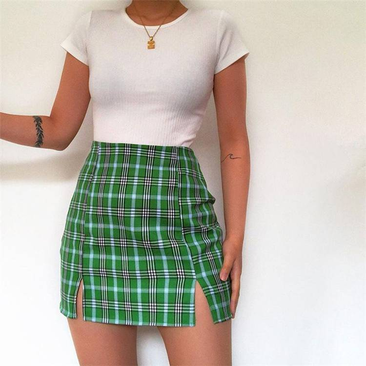 Pretty And Cool Summer Outfits You Must Have In Your Wardrob; Summer Outfits; Outfits; Cool Outfits; Summer Shorts; Summer Dress; Summer Jeans; Summer Skirt;  #summeroutfits #outfits #summerjeans #cooloutfits #skirt