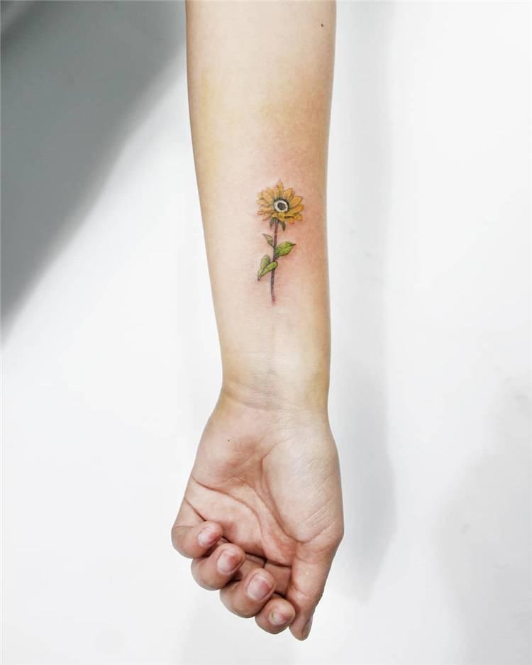 Gorgeous Sunflower Tattoo Designs You Would Love This Summer; Sunflower; Sunflower Tattoo; Tattoo; Tattoo Design; Floral Tattoo; Small Tattoo; #sunflower #sunflowertattoo #tattoo #tattoodesign #floraltattoo #smalltattoo