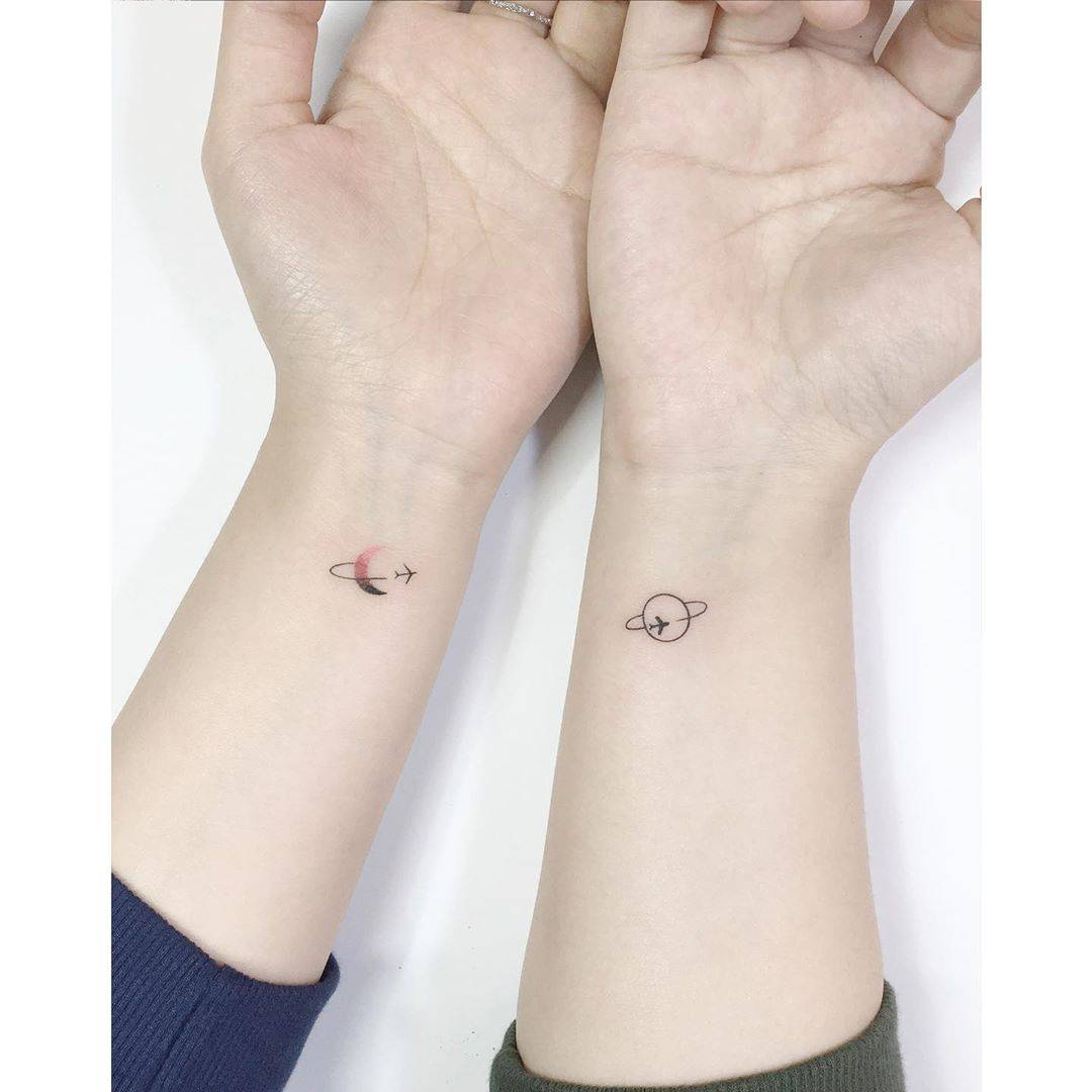 Gorgeous And Incredible Couple Matching Tattoo Designs You Must Try With Your Love; Couple Tattoo Ideas; Couple Tattoos; Matching Couple Tattoos;Simple Couple Matching Tattoo;Tattoos; #Tattoos#Coupletattoo#Matchingtattoo