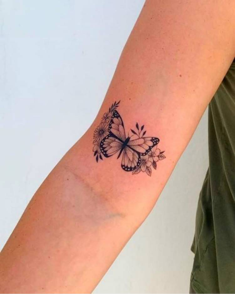 Gorgeous And Cute Butterfly Tattoo Designs You Would Love; Butterfly Tattoo; Tattoo; Cute Tattoo; Butterfly Tattoo Designs; Tiny Butterfly Tattoo; Collar Butterfly Tattoo; Rib Butterfly Tattoo #butterflytattoo #tattoo #butterfly #tattoodesign #tinybutterflytattoo #cutetattoo