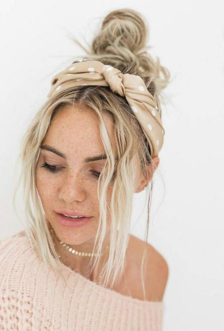Gorgeous Summer Hairstyles You Would Love To Copy; Summer Hairstyle; Hairstyles; Summer Hairstyle With Bangs; Summer Hairstyles With Headband; Summer Hairstyles With Scarfs; Summer Hairstyles With Pearls; #summerhairstyle #hairstyle #summerhairstylewithbangs #summerhairstylewithheadband #summerhairstylewithpearls #hair