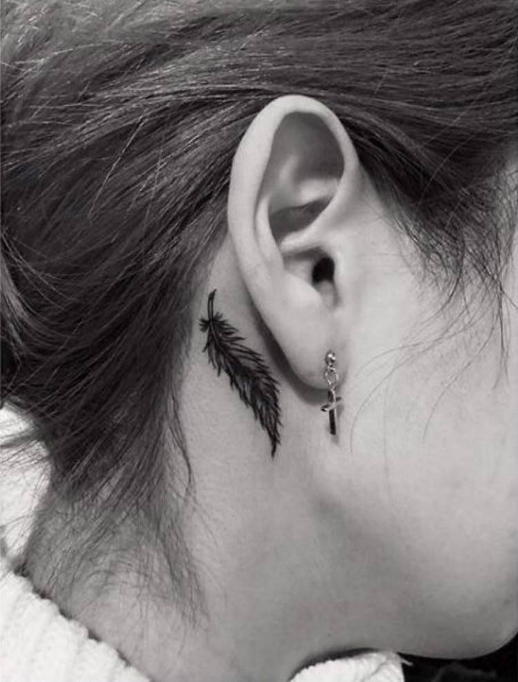 Gorgeous Feather Tattoo Designs Which Will Make You Want Right Now; Tattoo; Feather Tattoo; Gorgeous Tattoo; Gorgeous Feather Tattoo; Tattoo Design; Tiny Tattoo; Feather Tiny Tattoo; #feathertattoo #tattoo #smalltattoo #backtattoo #armfeathertattoo #fingertattoo #tattoodesign