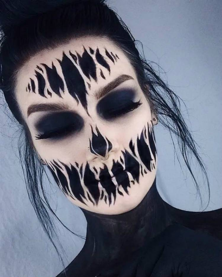 Creepy And Scary Halloween Makeup Looks You Need To Copy Now; Halloween Makeup; Makeup Looks; Scary Halloween Makeup; Creepy Halloween Makeup; Clown Makeup Looks; Ghost Makeup Looks; Dead Bride Makeup Looks #makeup #makeuplooks #halloween #halloweenmakeup #clownmakeup #ghostmakeup #deadbridemakeup #scarymakeuplooks #creepymakeuplooks