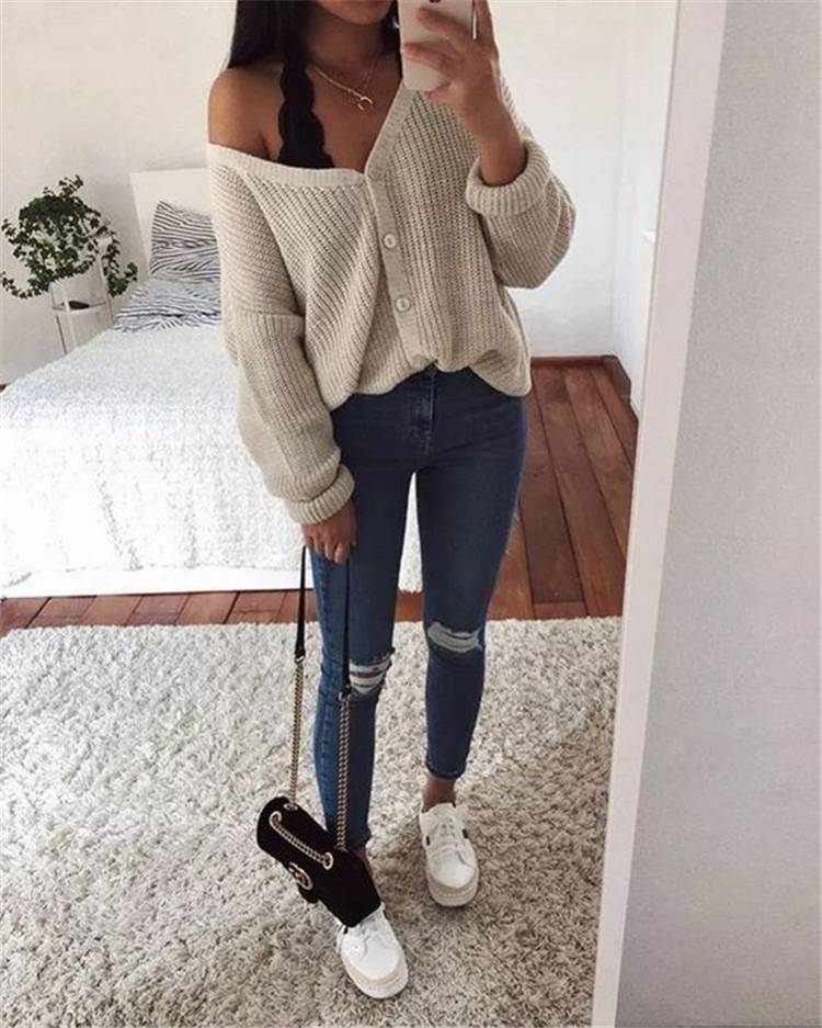 Chic Fall Outfit Ideas You Need To Copy Right Now; Fall Outfits; Outfits; Fashionable Fall Outfits; Trendy Fall Outfits; Fall School Outfits; Fall Dresses; Fall Street Outfits; Street Outfits; Fall School Dresses #outfits#falloutfits#trendyoutfits#schooloutfits#schoolfalloutfits#streetoutfits