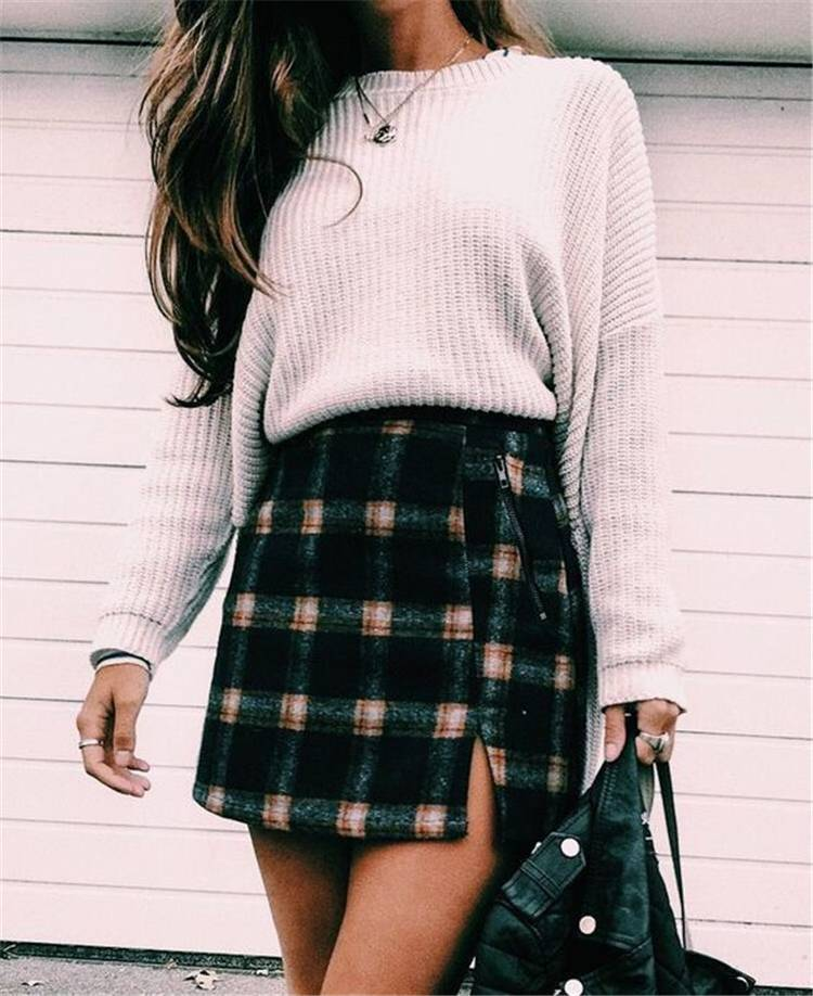 Tredny Back To School Fall Outfits For School Girls; Fall Outfits; Outfits; School Outfits; Back To School Outfits; Girl Outfits; Sweater; Hoodie #schooloutfits #falloutfits #backtoschooloutfits #girloutfits #fallschooloutfits