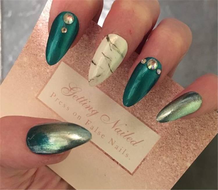 Stunning And Elegant Emerald Green Nail Designs For You; Emerald Green Nail; Emerald Green Nail Design; Matte Emerald Green Nails; Floral Emerald Green Nails; Glitter Emerald Green Nails; Trendy Emerald Green Nails; Nails; Nail Design; #emeraldnails #emeraldnaildesign #glitteremeraldnails #matteemeraldnails #nail #naildesign