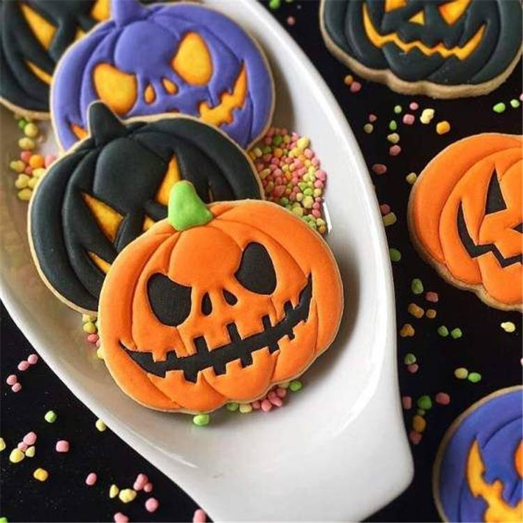 Easy And Cute Halloween Cookies Ideas You Need To Copy ASAP; Halloween Cookies; Halloween; Halloween Dessert; Halloween Decor; Cute Halloween Cookies; Easy Halloween Cookies; DIY; Halloween Cookies DIY; Spider Cookies; Pumpkin Cookies; Zombie Cookies; #halloween #halloweencookies #halloweendessert #halloweencookieDIY #DIY #spidercookie #pumpkincookie #cookie