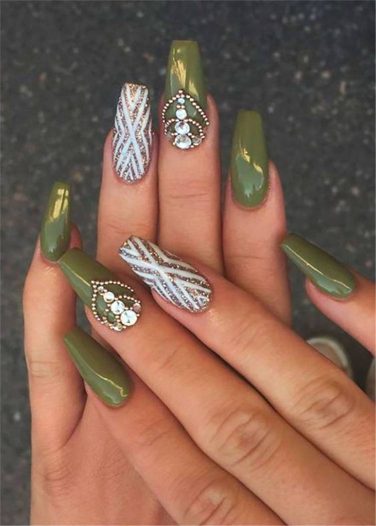 Stunning Olive Green Nail Designs You Must Copy Right Now; Nails; Nail Design; Olive Green Nail Color; Nail Color; Olive Green Coffin Nails; Olive Green Square Nails; Olive Green Oval Nails;#nails#naildesign#olivegreennail#olivegreennaildesign#olivegreencolor #coffinnails #squarenails