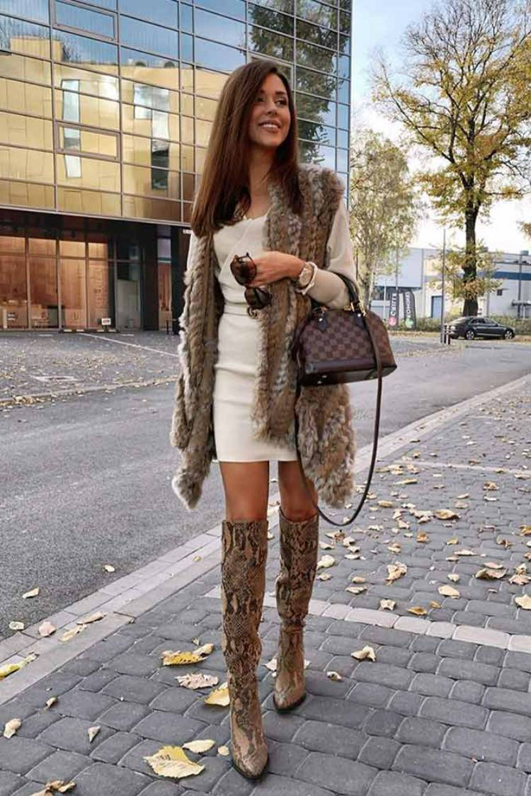 Stunning And Elegant Faux Fur Outfits In Winter; Winter Outfits; Outfits; Winter Coat; Faux Fur Jacket; Faux Fur Coat; Faux Fur Vest; Winter Faux Fur Outfits; Faux Fur Coat With Boots; Faux Fur Vest With Skirt; Winter Skirt; Winter Boots;#winteroutfit #outfits #fauxfurjacket #fauxfurcoat #fauxfurvest #winterboots #winterskirt #fauxfurcoatwithboots