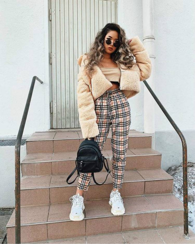 Gorgeous And Cozy Winter Outfits You Must Love; Winter Outfits; Outfits; Winter Coat; Puffy Jacket; Teddy Jacket; Trench Coat; Puffy Vest; Sweater Dress; #winteroutfit#outfits#teddyjacket#trenchcoat#sweaterdress#puffyjacket#puffyvest