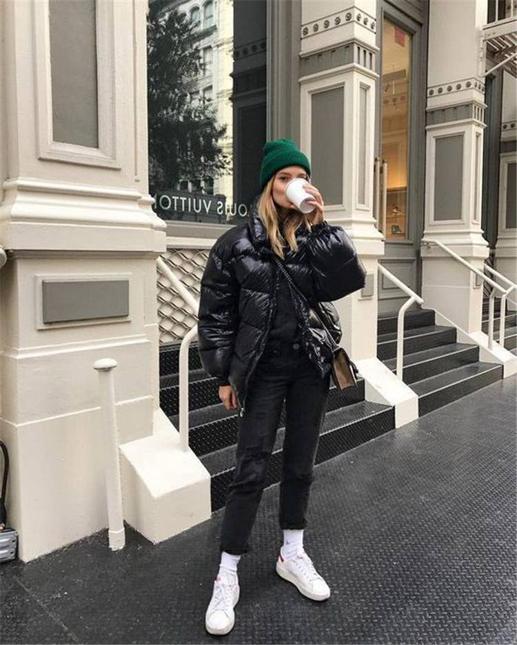 Stunning And Hote Winter Outfits You Must Copy This Year; Winter Outfits; Outfits; Winter Jacket; Oversize Sweater; Winter Mini Skirt; Puffy Jacket; #winteroutfit #outfits #oversizesweater #miniskirt #winterskirt #puffyjacket