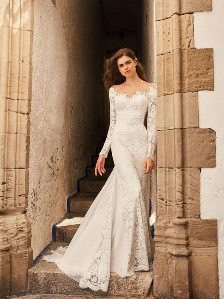 Gorgeous And Elegant Winter Wedding Dresses You Need Now; Gorgeous Wedding Dress; Breath Taking Wedding Dress; White Wedding Dress; Brand Wedding Dress; Short Lace Wedding Dresses; Lace Long Sleeves Wedding Dress; Winter Wedding Dress; Champagne Gold Wedding Dress #winterdress #winterweddingdress#weddingdress #whiteweddingdress#longsleeveweddingdress #Champagnegoldweddingdress #mermaidweddingdress #shortweddingdress