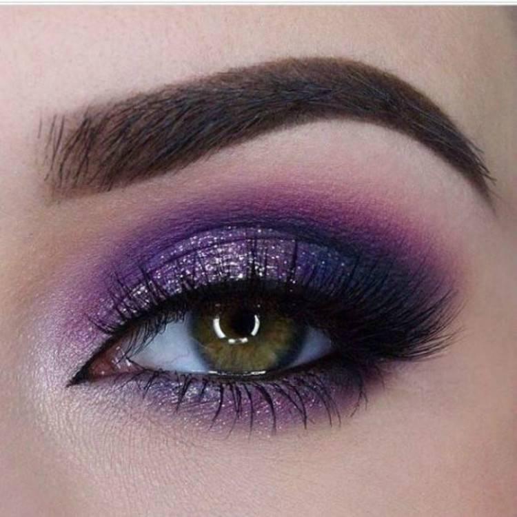 Amazing Winter Eye Makeup Ideas For Your Inspiration; Winter Makuep; Eye Makeup; Winter Eye Makeup; Makeup Idea; Blue Eyeshadow; Pink Eyeshadwo; Smokey Eye Makeup; Dark Eyeshadow; #makeup #eyemakeup #wintermakeup #wintereyemakeup #blueeyemakeup #pinkeyemakeup #smokeyeyemakeup #smokeyeye