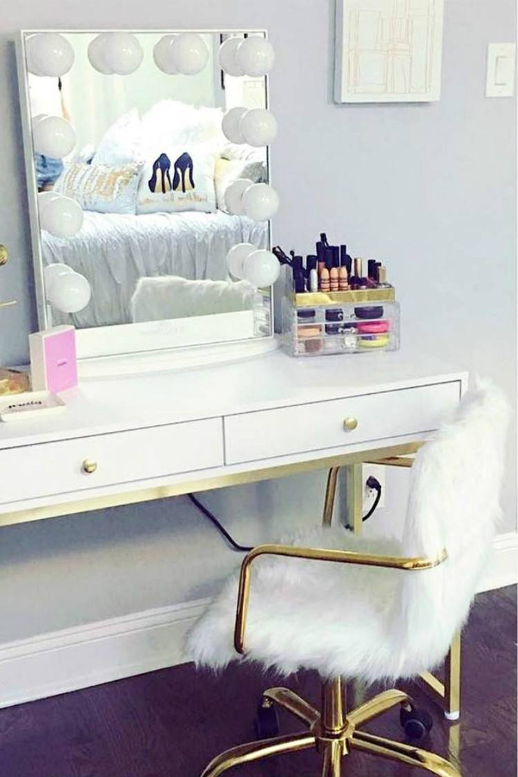 Gorgeous Makeup Vanity Table Designs For Your Beauty Inspiration; Makeup Table; Makeup Vanity Table; Makeup Drawer; Home Decor; House Decor #makeup #makeuptable #makeupvanitytable #makeupdrawer #homedecor