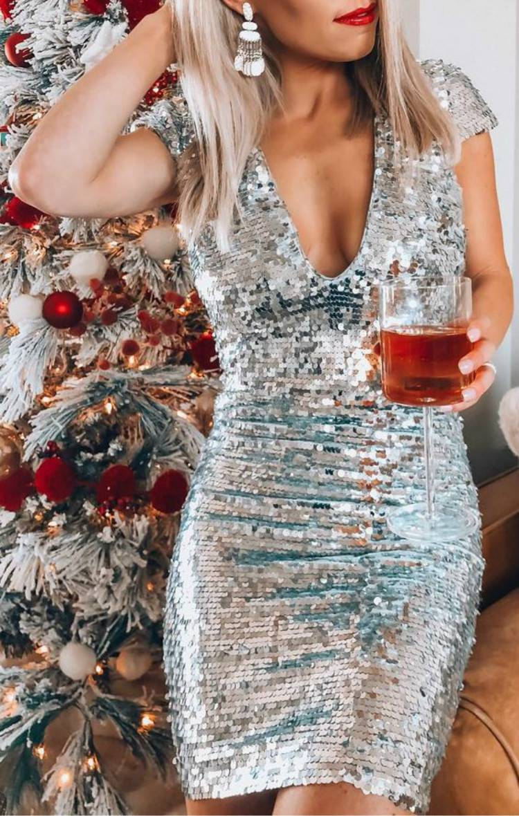 Trendy And Gorgeous Christmas Party Dresses For You; Christmas Dress; Christmas Party Dress; Party Dress; Gold Christmas Dress; Red Christmas Dress; Blue Christmas Dress; Black Christmas Dress; Holiday Dress; Sexy Party Dress #christmasdress #holidaydress #partydress #goldchristmasdress #sexypartydress #redchristmasdress #christmas #holidaydress #bluechristmasdress #blackchristmasdress