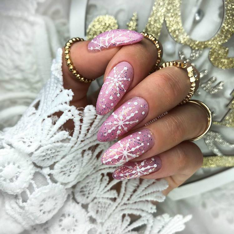 Pretty Winter Holiday Nail Designs For Christmas; Christmas Red Nails; Red Nails; Christmas Nails; Christmas Square Nails; Christams Coffin Nails; Christmas Almond Nail; Christmas Stiletto Nails; Holiday Nails #nails #nailsdesign #christmasnails #christmassquarenails #christmascoffinnails #christmasalmondnail #christmasstilettonails #holidaynails #holidayrednails #christmasrednails