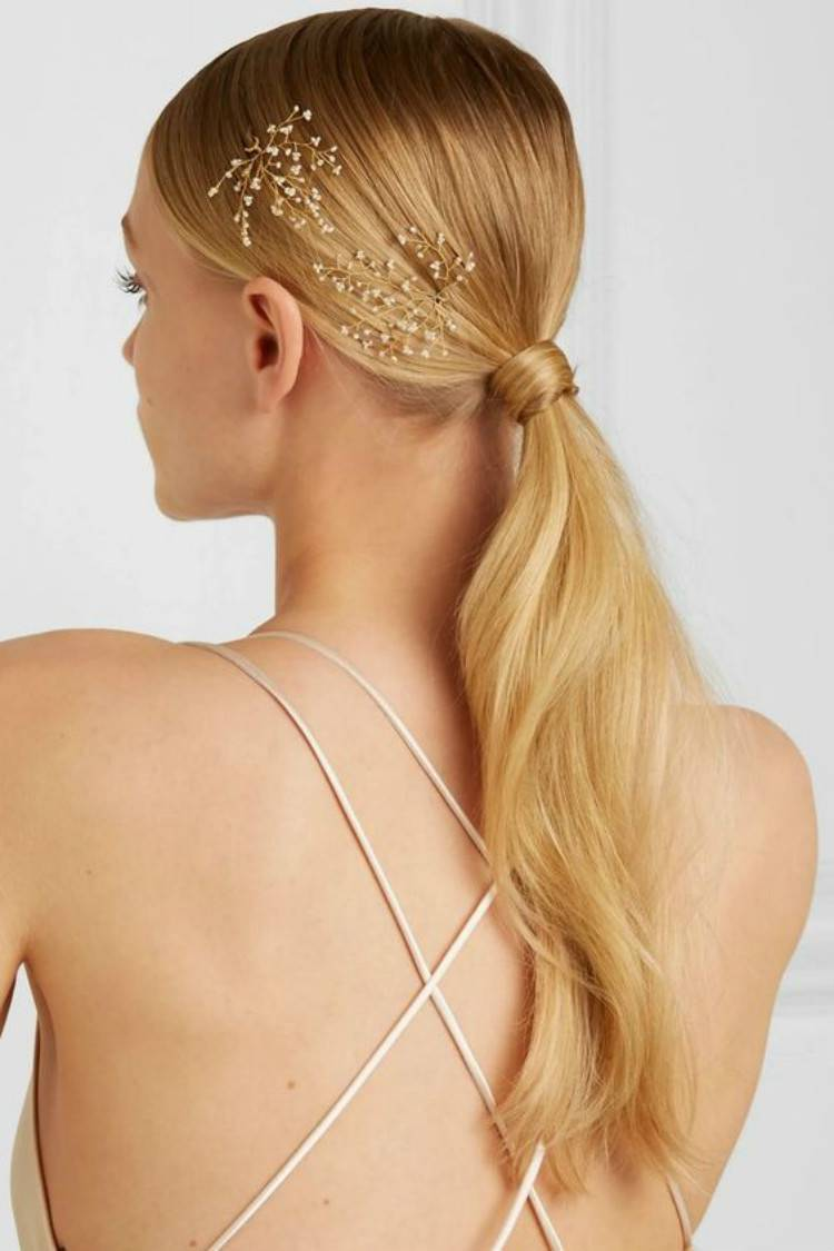 Pretty And Cute Christmas Hairstyles For Teen Girls; Christmas; Christmas Hairstyle; Hairstyle; Hair Idea; Ponytail With Ribbon; Braided Ponytail Hairstyle; Ponytail With Jewelry Hairstyle; Holiday Hairstyle;Hairstyle With Bangs#christmas#christmashairstyle#christmashairideas#ponytail#braidedhairstyle#holidayhairstyle#halfupponytailhairstyle#ponytailwithjewelryhairstyle #hairstylewithbangs