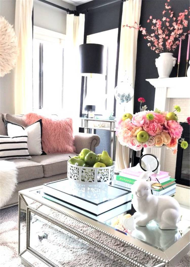 Amazing Spring Living Room Decoration Ideas With Different Accents; Home Decor; Living Room Decor; Living Room; Spring Living Room; Spring Home Decor; Flower Home Decor; Cozy Living Room; Spring Accent; #homedecor #springhomedecor #livingroom #springlivingroom #livingroomdecor #florallivingroom #springaccent