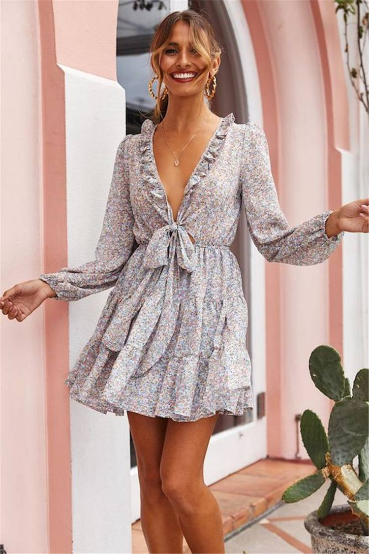 Gorgeous Spring Outfits To Make You Glam; Spring Outfits; Outfits; Oversize Sweater; Spring Ripped Jeans Outfits; Sweater Outfits; Spring Suits; Spring Skirt Outfits; Cute Spring Outfits;Spring Dress #springoutfits#outfits#springsweateroutfits#springskirt#springrippedjeans#springpants #springdress #oversizesweater