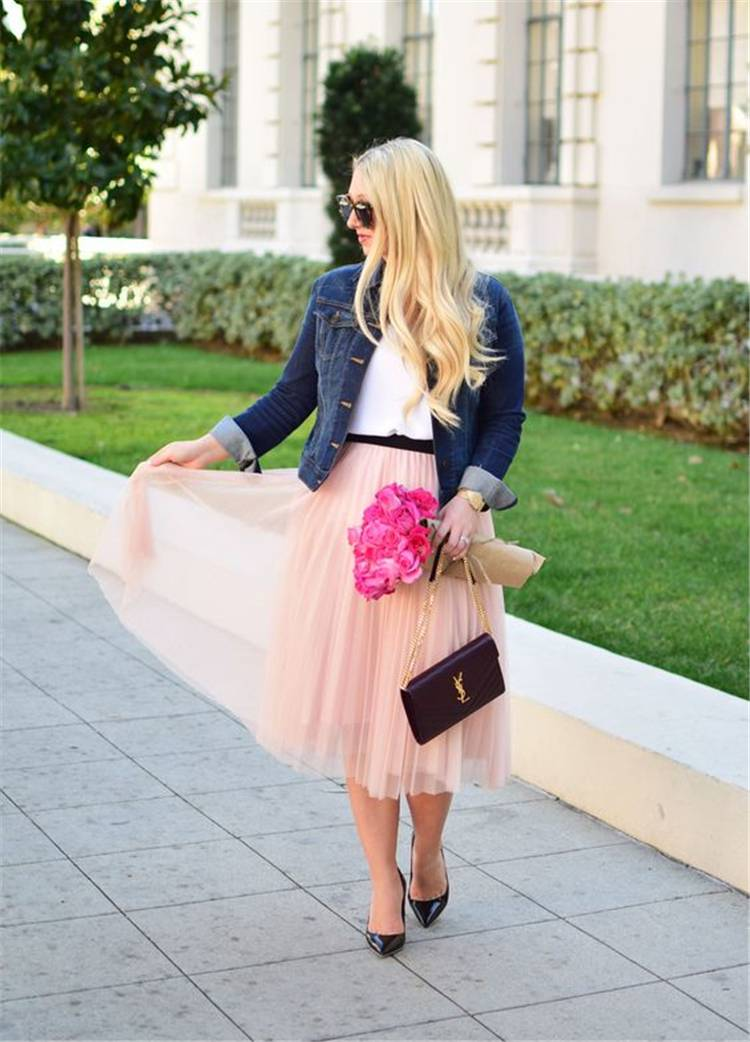 Gorgeous Valentine's Day Outfits For A Perfect Date; Tulle Skirt; Tulle Dress;Red Bodycon Dress; Mini Bodycon Dress; Valentines Dress; Valentines Day; Sweater; Valentines; Valentines Sweater; Heart Shaped Sweater; #sweater #bodycondress#redbodycondress#redsweater#valentinesdress#valentine#valentinesday#valentinessweater#sweaters #heartshapedsweater #tulleskirt #tulledress