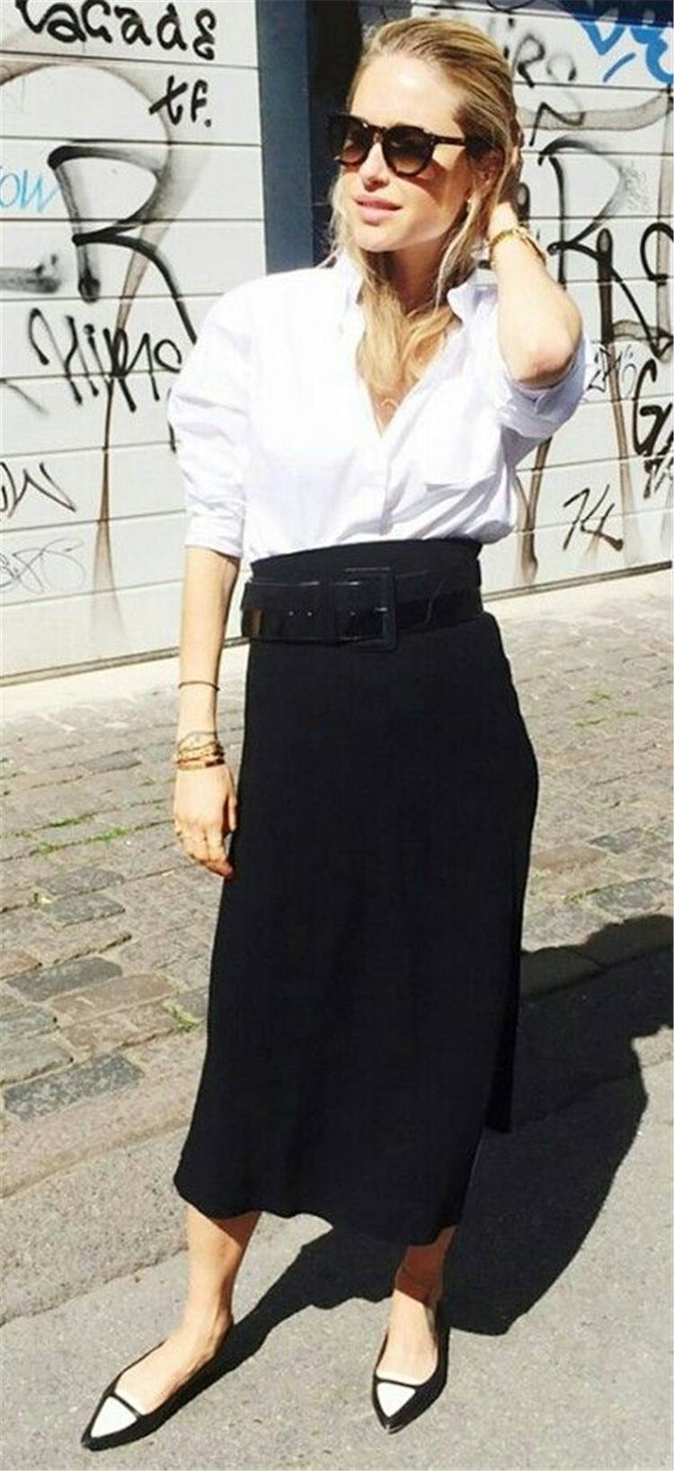 Fresh And Cool Spring Outfits With A White Shirt; Spring Outfits; Outfits; Spring Skirt; Spring Ripped Jeans Outfits; White Shirt Outfits; Spring Black Pants; Spring Black Skirt Outfits; Cute Spring Outfits;Spring#springoutfits#outfits#springshirtoutfits#springskirt#springrippedjeans#springblackpants#whiteshirt