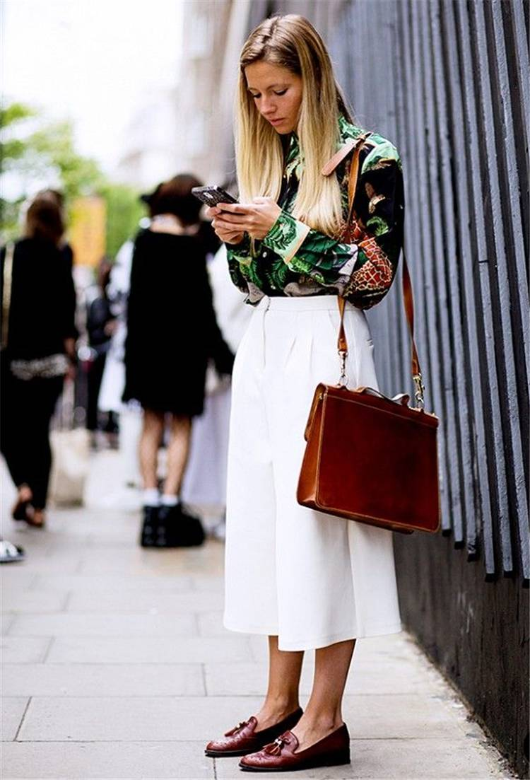 Stunning Spring Work Outfits To Make You Glam; Spring Outfits; Outfits; Spring Skirt; Spring Blouse Outfits; White Shirt Outfits; Spring Lace Dress; Spring Culottes; Cute Spring Outfits; Spring Work Outfits #springoutfits #outfits #springshirtoutfits #springskirt #springculottes #springlacedress #whiteshirt