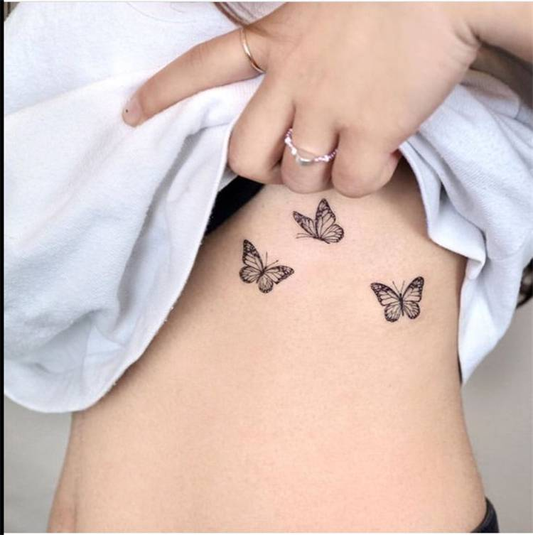 Stunning And Sexy Rib Tattoo Designs You Must Try; Sexy Rib Tattoo; Rib Tattoo; Tattoo; Tattoo Desgin; Rib Floral Tattoo; Rib Quotes Tattoo; Rib Butterfly Tattoo; Butterfly Tattoo; Quotes Tattoo; Floral Tattoo #tattoo #tattoodesign #ribtattoo #sexyribtattoo #ribfloraltattoo #ribquotestattoo #ribbutterflytattoo #floraltattoo