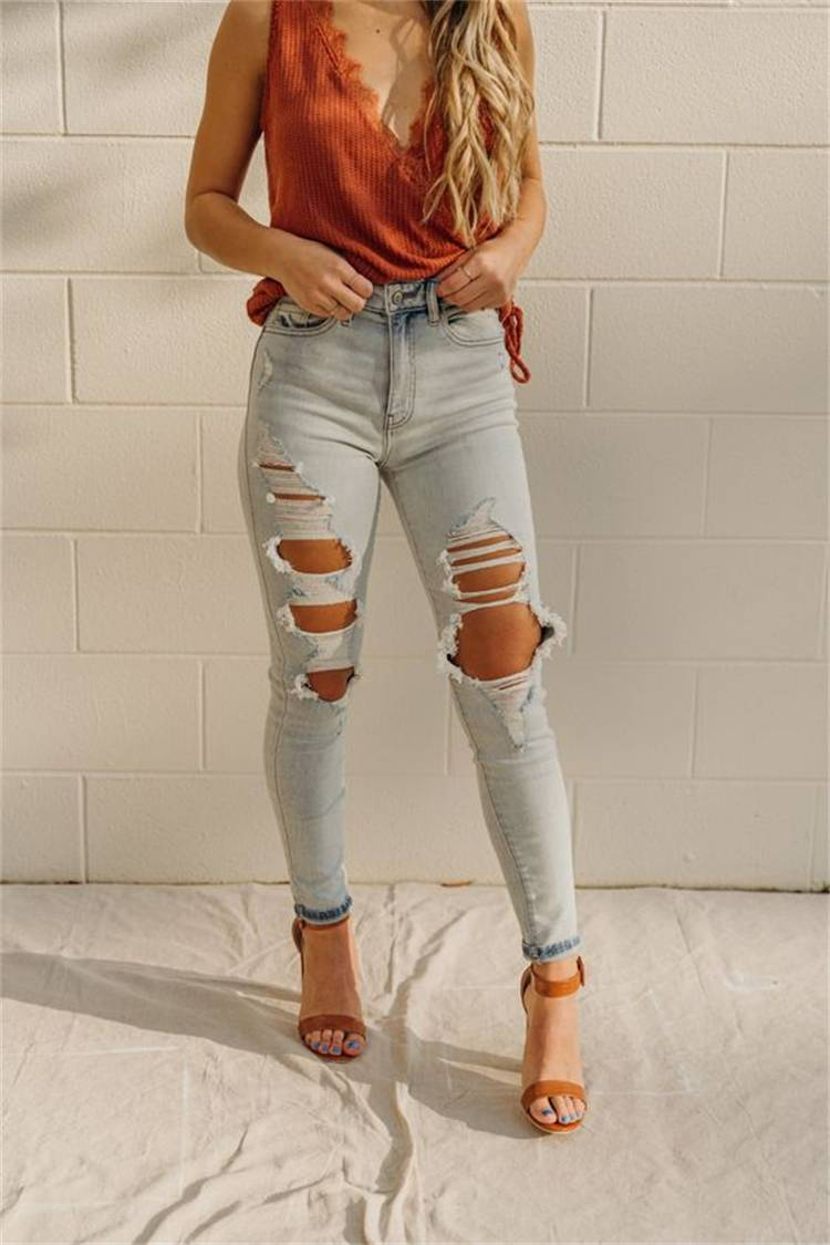 Casual And Pretty Summer Teen Outfits For You; Summer Teen Outfits; Teen Outfits; Teenager Outfits; Summer Ripped Jeans Outfits; Summer Hot Pants Outfits; Summer Mini Skirt Outfits; #summeroutfits #outfits #summerrippedjeans #summerhotpantsoutfits #summerminiskirt #miniskirt #rippedjeans #hotdenimpants
