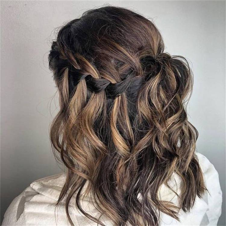 Sweet Caramel Balayage Hairstyles You Need Now; Caramel Balayage; Hairstyles; Balayage Hairstyles; Caramel Hair Ideas; Balayage Hair Ideas; Long Balayage Hairstyles; Bob Balayage Hairstyles; Half Up Half Down Hairstyles #hairstyle #hairidea #balayagehairstyles #caramelbalayage #caramelbalayagehairstyle #halfuphalfdownhairstyle #bobhairstyle #longcaramelhairstyle