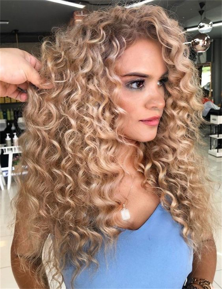 Amazing And Cute Hairstyles For Curly Hair; Bob Hairstyles; Hairstyles; Curly Bob Hairstyle; Hair Type; Hair Ideas; Curly Hairstyles; Curly Ponytail; Curly Space Bun; Curly Top Knot; #hairstyles #bobhairstyle #curlyhairstyles #curlybobhairstyles #curlyponytail #curlyspacebun #curlytopknot