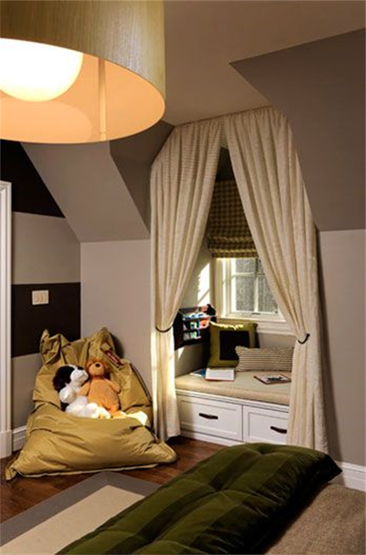 Amazing Window Seat Ideas To Make You Feel Comfortable; Window Seat; Window Seat Idea; Home Decor; Home Design; Living Room Window Sear; Bedroom Window Seat; Rustic Window Seat; Small Window Seat #windowseat #homedecor #homedesign #rusticwindowseat #bedroomwindowseat #livingroomwindowseat #smallwindowseat
