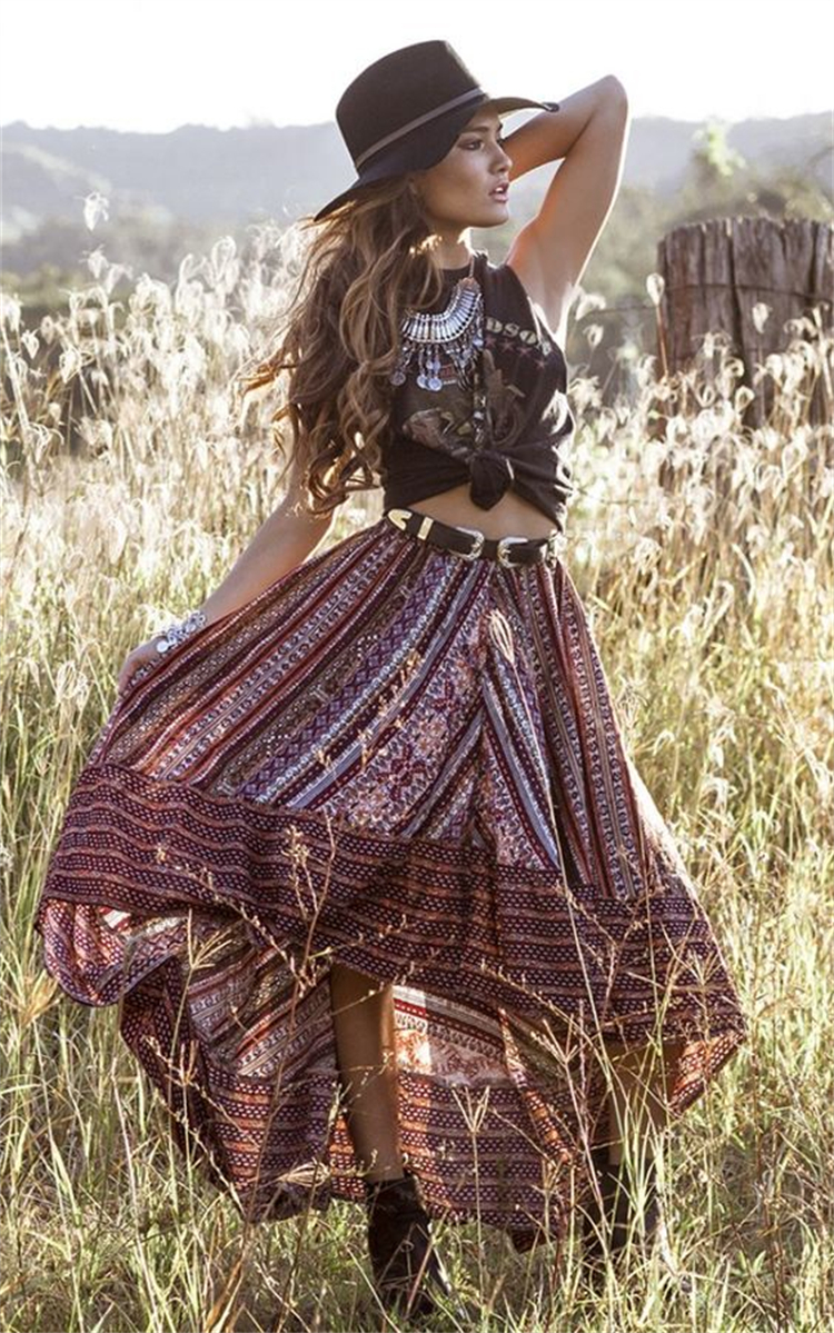 Hot And Sexy Festival Outfits For Coachella; Festival Outfits; Outfits; Coachella Outfits; Boho Coachella Outfits; Festival Coachella Outfits; Boho Style; Coachella Shorts; Layered Coachella Outfits #outfits #coachella #coachellaoutfits #coachellafestivaloutfits #festivaloutfits #bohocoachella #bohostyle #layeredcoachellaoutfits