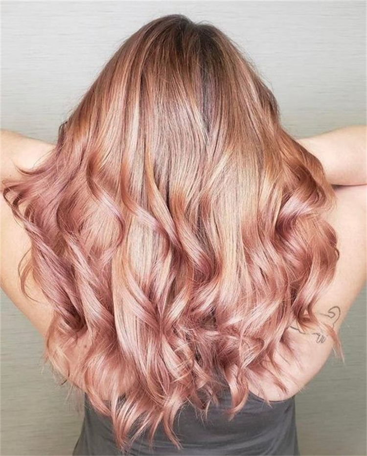 Gorgeous Rose Gold Hairstyles To Make Your Look Stunning; Rose Gold Hair; Rose Gold Hair Color; Rose Gold Hair Color Ideas; Gorgeous Hair; Hairstyles; Rose Gold; Rose Gold Fashion; Rose Gold Hairstyles; Hairstyle; Bob Rose Gold; Half Up Half Down Rose Gold; Bun Hairstyles #rosegold #rosegoldhair #haircolor #hairstyle #rosegoldbobhair #rosegoldbunhairstyle #bunhairstyles #weddinghairstyles