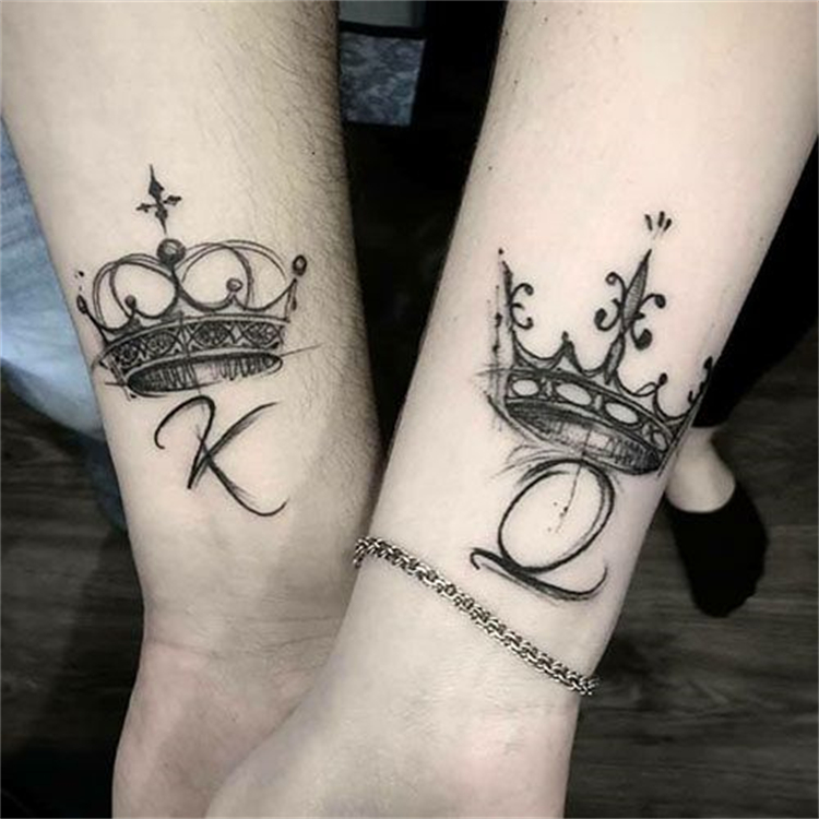 Stunning And Sweet Couple Matching Tattoo Designs For Your Inspiration; Couple Tattoo Ideas; Couple Tattoos; Matching Couple Tattoos;Simple Couple Matching Tattoo;Tattoos; Valentine's Day; Valentine's Tattoo#valentine's#valentine'stattoo#Tattoos#Coupletattoo#Matchingtattoo#matchingkeyand locktattoo#matchingmoonandsuntattoo#matchingkingandqueentattoo#matchingrosetattoo