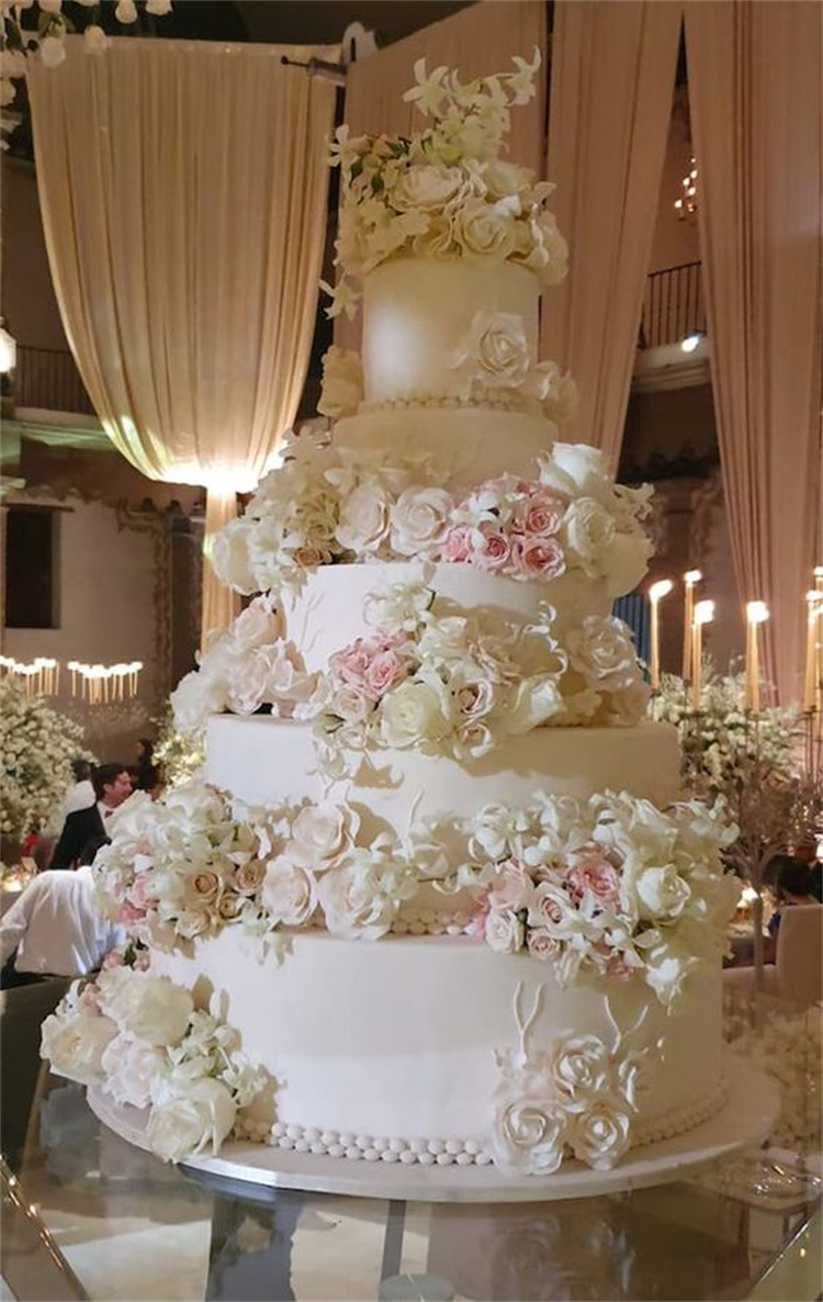 Gorgeous Wedding Cake Ideas For Your Big Day; Wedding Cake; Rustic Wedding Cake; Modern Wedding Cake; Romantic Wedding Cake; Unique Wedding Cake; Cake; One Layer Wedding Cake; Multi-layer Wedding Cake #weddingcake #rusticweddingcake #romanticweddingcake #modernweddingcake #weddingcakeDIY #multilayerweddingcake #onelayerweddingcake