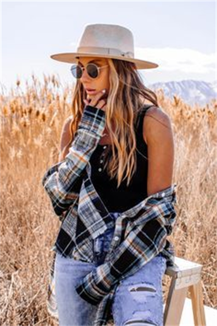 Casual Fall Outfits With Flannel Shirt To Make You Glam; Fall Outfits; Fall Shirt; Fall Flannel Shirt; Flannel Shirt; Shirt; Casual Flannel Shirt; #shirt #flannelshirt #fallflannelshirt #casualflannelshirt #falloutfit #outfits #fallshirt